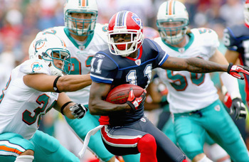 ORCHARD PARK, NY - SEPTEMBER 12:  Roscoe Parrish #11 of the Buffalo Bills returns a punt against the Miami Dolphins during the NFL season opener at Ralph Wilson Stadium on September 12, 2010 in Orchard Park, New York.  (Photo by Rick Stewart/Getty Images)