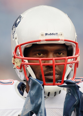 FOXBORO, MA - SEPTEMBER 12:  Randy Moss #81 of the New England Patriots looks on before the game against the Cincinnati Bengals during the NFL season opener on September 12, 2010 at Gillette Stadium in Foxboro, Massachusetts.  (Photo by Elsa/Getty Images)