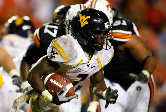 AUBURN, AL - SEPTEMBER 19:  Noel Devine #7 of the West Virginia Mountaineers against the Auburn Tigers at Jordan-Hare Stadium on September 19, 2009 in Auburn, Alabama.  (Photo by Kevin C. Cox/Getty Images)