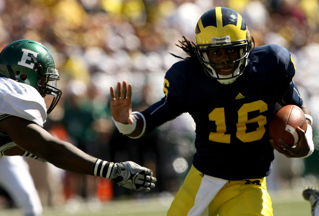ANN ARBOR, MI - SEPTEMBER 19:  Quarterback Denard Robinson #16 of the Michigan Wolverines carries the ball on a 13 yard touchdown run in the fourth quarter against the Eastern Michigan Eagles at Michigan Stadium on September 19, 2009 in Ann Arbor, Michiga