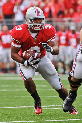 COLUMBUS, OH - SEPTEMBER 11:  Brandon Saine #3 of the Ohio State Buckeyes runs with the ball against the Miami Hurricanes at Ohio Stadium on September 11, 2010 in Columbus, Ohio.  (Photo by Jamie Sabau/Getty Images)