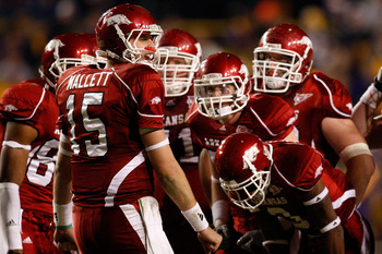 BATON ROUGE, LA - NOVEMBER 28:  Quarterback Ryan Mallett #15 of the Arkansas Razorbacks talks with his team during a time out against the LSU Tigers at Tiger Stadium on November 28, 2009 in Baton Rouge, Louisiana.  The Tigers defeated the Razorbacks 33-30