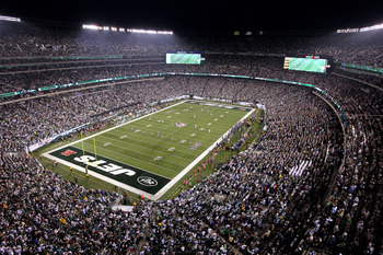 EAST RUTHERFORD, NJ - SEPTEMBER 13:  The Baltimore Ravens kickoff to the New York Jets during their home opener at the New Meadowlands Stadium on September 13, 2010 in East Rutherford, New Jersey.  (Photo by Jim McIsaac/Getty Images)