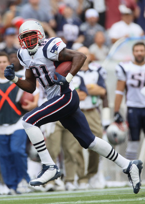 FOXBORO, MA - SEPTEMBER 12:  Randy Moss #81  of the New England Patriots carries the ball in the first half against the Cincinnati Bengals during the NFL season opener on September 12, 2010 at Gillette Stadium in Foxboro, Massachusetts.  (Photo by Elsa/Ge