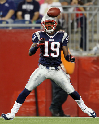 FOXBORO, MA - AUGUST 26:  Brandon Tate #19 of the New England Patriots watches the ball in the first half against the St. Louis Rams on August 26, 2010 at Gillette Stadium in Foxboro, Massachusetts.  (Photo by Elsa/Getty Images)