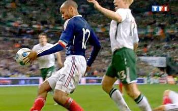 Thierry-henry-hand_1526268c_display_image