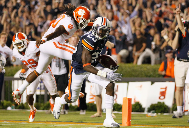 AUBURN, AL - SEPTEMBER 18:  Onterio McCalebb #23 of the Auburn Tigers scores a touchdown against the Clemson Tigers at Jordan-Hare Stadium on September 18, 2010 in Auburn, Alabama.  (Photo by Kevin C. Cox/Getty Images)