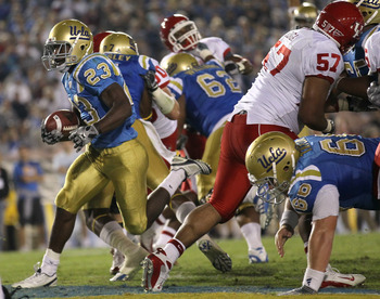 PASADENA, CA - SEPTEMBER 18:  Running back Johnathan Franklin #23 of the UCLA Bruins carries for a touchdown against the Houston Cougars in the second quarter at the Rose Bowl on September 18, 2010 in Pasadena, California. UCLA won 31-13. (Photo by Stephe