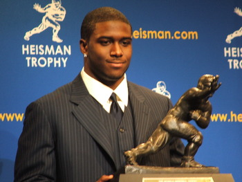 Heisman_trophy_of_reggie_bush1_display_image