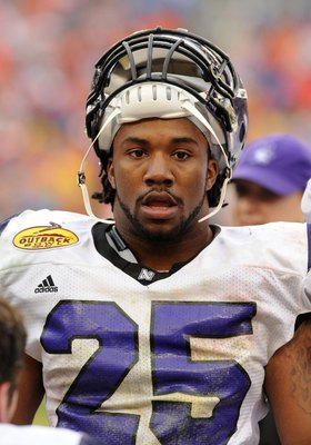 TAMPA, FL - JANUARY 1: Running back Stephen Simmons #25 of the Northwestern Wildcats watches play against the Auburn Tigers in the Outback Bowl January 1, 2010 at Raymond James Stadium in Tampa, Florida.  (Photo by Al Messerschmidt/Getty Images)