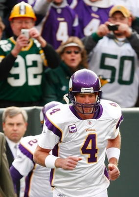 GREEN BAY, WI - NOVEMBER 01:  Quarterback Brett Favre #4 of the Minnesota Vikings takes the field before his team takes on the Green Bay Packers in the game at Lambeau Field on November 1, 2009 in Green Bay, Wisconsin. (Photo by Scott Boehm/Getty Images)