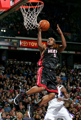 SACRAMENTO, CA - DECEMBER 06:  Quentin Richardson #5 of the Miami Heat shoots the ball during their game against the Sacramento Kings at ARCO Arena on December 6, 2009 in Sacramento, California.  NOTE TO USER: User expressly acknowledges and agrees that,