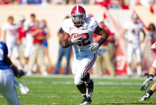 DURHAM, NC - SEPTEMBER 18: Mark Ingram #22 of the Alabama Crimson Tide runs through a huge hole during second quarter action against the Duke Blue Devils at Wallace Wade Stadium on September 18, 2010 in Durham, North Carolina.  The Crimson Tide defeated t