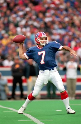 17 Oct 1999:  Doug Flutie #7 of the Buffalo Bills passes the ball during the game against the Oakland Raiders at the Ralph Wilson Stadium in Orchard Park, New York. The Raiders defeated the Bills 20-14. Mandatory Credit: Rick Stewart  /Allsport