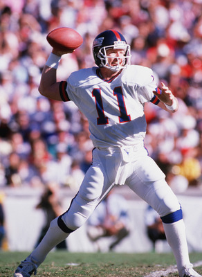 UNDATED:  QUARTERBACK PHIL SIMMS OF THE NEW YORK GIANTS SETS AND THROWS A PASS DURING A GIANTS NFL GAME.  Mandatory Credit: Mike Powell/ALLSPORT