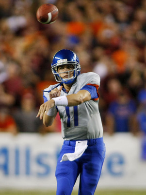 Kellen Moore throwing a pass against Virginia Tech