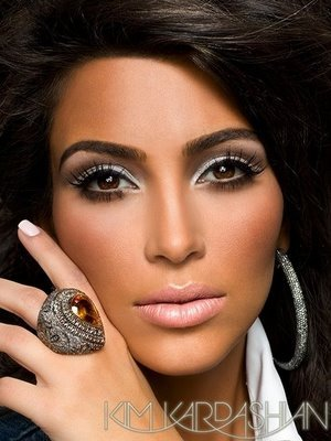 Post_image-kim-kardashian-vegas-magazine-2_display_image
