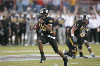 SHREVEPORT, LA - DECEMBER 30:  Quarterback Brad Smith #16 of the Missouri Tigers carries the ball against the South Carolina Gamecocks during the Independence Bowl on December 30, 2005 at Independence Stadium in Shreveport, Louisiana. Missouri defeated So