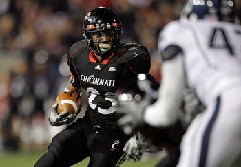CINCINNATI - NOVEMBER 07:  Isaiah Pead #23 of the Cincinnati Bearcats runs for a touchdown against the Connecticut Huskies during the Big East Conference game at Nippert Stadium on November 7, 2009 in Cincinnati, Ohio.  (Photo by Andy Lyons/Getty Images)