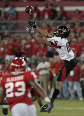 HOUSTON - SEPTEMBER 26: Wide receiver Lyle Leong #19 of the Texas Tech Red Raiders drops a pass against the Houston Cougars at Robertson Stadium on September 26, 2009 in Houston, Texas.  (Photo by Thomas B. Shea/Getty Images)
