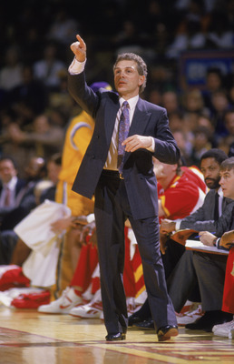 INGLEWOOD, CA - 1987:  Head coach Mike Fratello of the Atlanta Hawks calls out a play during a NBA game against the Los Angeles Lakers at the Great Western Forum in Inglewood, California in 1987.  (Photo by Rick Stewart/Getty Images)