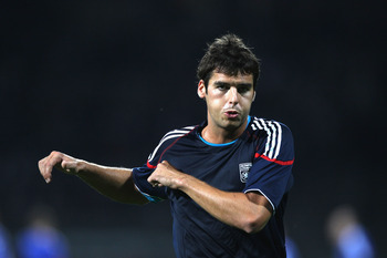 LYON, FRANCE - SEPTEMBER 14: Yoann Gourcuff of Lyon warms up before the UEFA Champions League Group B match between Olympique Lyonnais and FC Schalke 04 at the Stade de Gerland on September 14, 2010 in Lyon, France.  (Photo by Michael Steele/Getty Images)