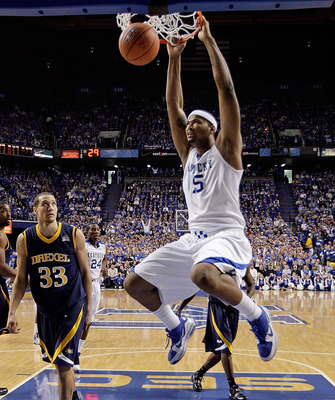 LEXINGTON, KY - DECEMBER 21:  DeMarcus Cousins #15 of the Kentucky Wildcats dunks the ball during the game against the Drexel Dragons at Rupp Arena on December 21, 2009 in Lexington, Kentucky.  (Photo by Andy Lyons/Getty Images)