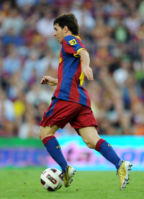 BARCELONA, SPAIN - SEPTEMBER 11:  Lionel Messi of Barcelona runs with the ball during the La Liga match between Barcelona and Hercules at the Camp Nou stadium on September 11, 2010 in Barcelona, Spain. Barcelona lost the match 2-0.  (Photo by Jasper Juine