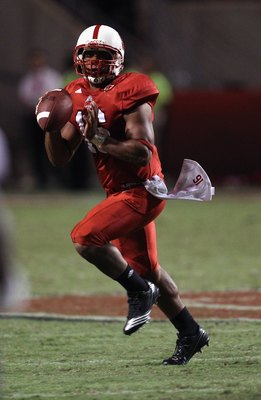 RALEIGH, NC - SEPTEMBER 16:  Russell Wilson #16 of the North Carolina State Wolfpack runs with the ball against the Cincinnati Bearcats during their game at Carter-Finley Stadium on September 16, 2010 in Raleigh, North Carolina.  (Photo by Streeter Lecka/