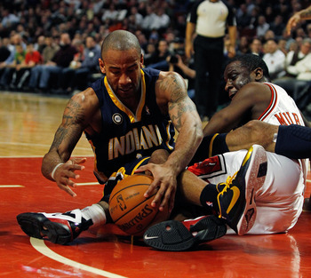 CHICAGO - FEBRUARY 24: Dahntay Jones #1 of the Indiana Pacers battles for a loose ball with Ronald Murray #6 of the Chicago Bulls at the United Center on February 24, 2010 in Chicago, Illinois. NOTE TO USER: User expressly acknowledges and agrees that, by