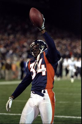 22 Nov 1998:  Safety Tyrone Braxton #34 of the Denver Broncos in action during the game against the Oakland Raiders at the Mile High Stadium in Denver, Colorado. The Broncos defeated the Raiders 40-14. Mandatory Credit: Brian Bahr  /Allsport