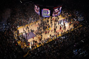 LOS ANGELES, CA - JUNE 17:  The Los Angeles Lakers celebrate on the court as the Lakers defeated the Boston Celtics 83-79 in Game Seven of the 2010 NBA Finals at Staples Center on June 17, 2010 in Los Angeles, California.  NOTE TO USER: User expressly ack