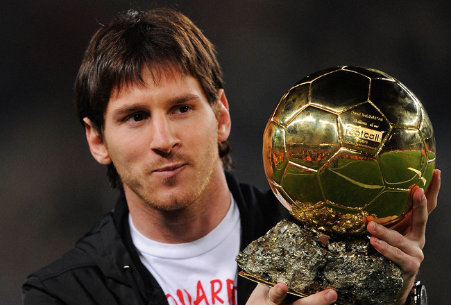 BARCELONA, SPAIN - DECEMBER 12:  Lionel Messi holds up his European footballer of the year award, the 'Ballon d'Or' (Golden ball), before the La Liga match between Barcelona and  Espanyol at the Camp Nou stadium Stadium on December 12, 2009 in Madrid, Spa