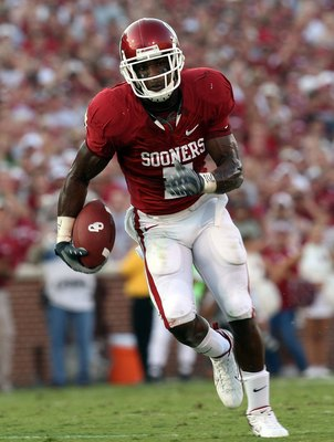 NORMAN, OK - SEPTEMBER 27:  Running back DeMarco Murray #7 of the Oklahoma Sooners during play against the TCU Horned Frogs at Memorial Stadium on September 27, 2008 in Norman, Oklahoma.  (Photo by Ronald Martinez/Getty Images)