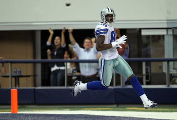 ARLINGTON, TX - SEPTEMBER 19:  Dez Bryant #88 of the Dallas Cowboys runs a 62 yard punt return for a touchdown against the Chicago Bears at Cowboys Stadium on September 19, 2010 in Arlington, Texas.  (Photo by Ronald Martinez/Getty Images)