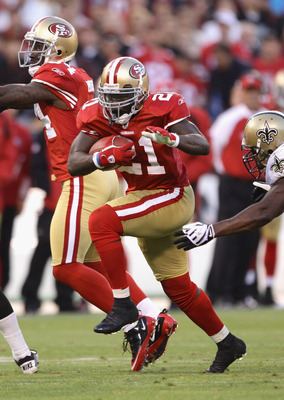 SAN FRANCISCO - SEPTEMBER 20:  Frank Gore #21 of the San Francisco 49ers in action during their game against the New Orleans Saints at Candlestick Park on September 20, 2010 in San Francisco, California.  (Photo by Ezra Shaw/Getty Images)