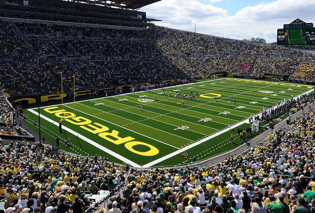 EUGENE, OR - SEPTEMBER 04: An overall view of Autzen Stadium and the new turf during the game between the Oregon Ducks and the New Mexico Lobos at  on September 4, 2010 in Eugene, Oregon.  (Photo by Steve Dykes/Getty Images)