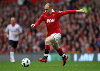 MANCHESTER, ENGLAND - SEPTEMBER 19:  Wayne Rooney of Manchester United in action during the Barclays Premier League match between Manchester United and Liverpool at Old Trafford on September 19, 2010 in Manchester, England. (Photo by Alex Livesey/Getty Im