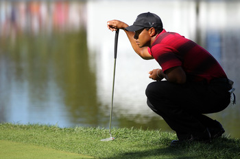 LEMONT, IL - SEPTEMBER 12:  Tiger Woods lines up a putt on the 18th green during the final round of the BMW Championship at Cog Hill Golf & Country Club on September 12, 2010 in Lemont, Illinois.  (Photo by Jamie Squire/Getty Images)