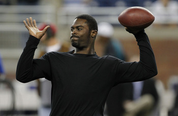 DETROIT - SEPTEMBER 19: Michael Vick #7 of the Philadelphia Eagles warms up prior to the start of the game against the Detroit Lions at Ford Field on September 19, 2010 in Detroit, Michigan. (Photo by Leon Halip/Getty Images)