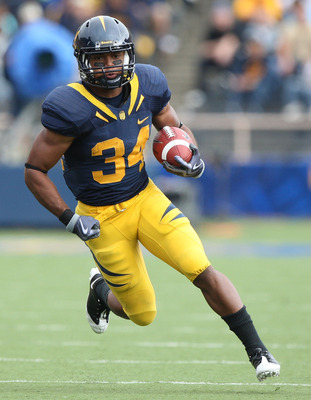 BERKELEY, CA - SEPTEMBER 12: Shane Vereen #34 of the California Golden Bears runs against the Eastern Washington Eagles at Memorial Stadium on September 12, 2009 in Berkeley, California.  (Photo by Jed Jacobsohn/Getty Images)