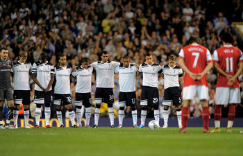 LONDON, ENGLAND - SEPTEMBER 21:  Both teams observe a silence prior to kickoff in memory of former Tottenham player Bobby Smith who died at the weekend during the Carling Cup third round match between Tottenham Hotspur and Arsenal at White Hart Lane on Se