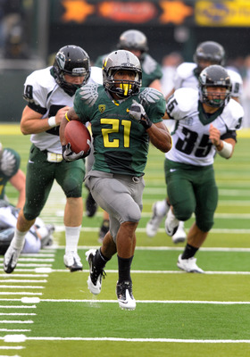 EUGENE, OR - SEPTEMBER 18: Running back LaMichael James #21of the Oregon Ducks heads to the end zone for a touchdown as defensive end Jack Forbes #99 and linebacker Kevin Takeno #35 of the Portland State Vikings give chase in the second quarter of the gam