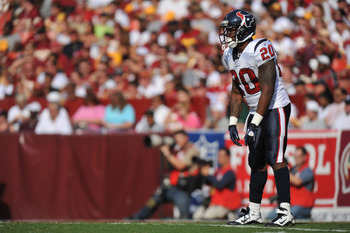 LANDOVER - SEPTEMBER 19:  Steve Slaton #20 of the Houston Texans awaits a kickoff during the game against the Washington Redskins at FedExField on September 19, 2010 in Landover, Maryland. The Texans defeated the Redskins in overtime 30-27. (Photo by Larr