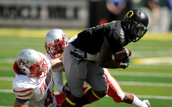 EUGENE, OR - SEPTEMBER 04:  Wide receiver Josh Huff #4 of the Oregon Ducks breaks the tackle of a couple of New Mexico Lobos at Autzen Stadium on September 4, 2010 in Eugene, Oregon. Oregon won the game 72-0. (Photo by Steve Dykes/Getty Images)