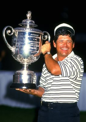 1984:  Lee Trevino of the USA holds the trophy aloft after the USPGA Championships at the Shoal Creek Country Club in Birmingham, Alabama, USA. Trevino won the event with a score of 273. \ Mandatory Credit: David  Cannon/Allsport