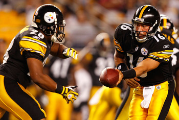 PITTSBURGH - SEPTEMBER 02:  Charlie Batch #16 of the Pittsburgh Steelers hands the ball off to Justin Vincent #28 during the preseason game against the Carolina Panthers on September 2, 2010 at Heinz Field in Pittsburgh, Pennsylvania.  (Photo by Jared Wic