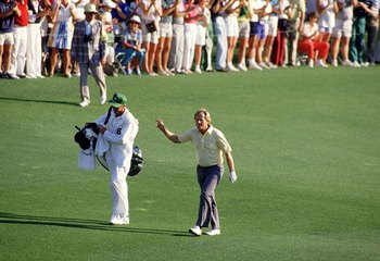 AUGUSTA, GA - APRIL 13, 1986:  Jack Nicklaus walks up the 18th fairway enroute to victory at the 1986 Masters tournament at Augusta National April 13, 1986 in Augusta, Georgia.  (Photo by David Cannon/Allsport)