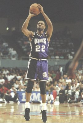 19 Mar 1997:  Forward Lionel Simmons of the Sacramento Kings shoots a foul shot during a game against the Los Angeles Clippers at the Los Angeles Sport Arena in Los Angeles, California.  The Clippers won the game 108-98. Mandatory Credit: Brian Bahr  /All