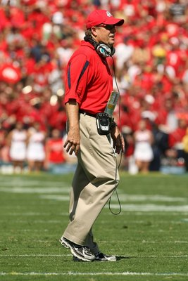 PASADENA, CA - SEPTEMBER 27:  Head coach Pat Hill of the Frenso State Bulldogs walks on the field during the game against the UCLA Bruins on September 27, 2008 at the Rose Bowl in Pasadena, California.  (Photo by Stephen Dunn/Getty Images)